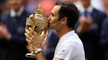 Federer-wimbledon-kiss.jpg